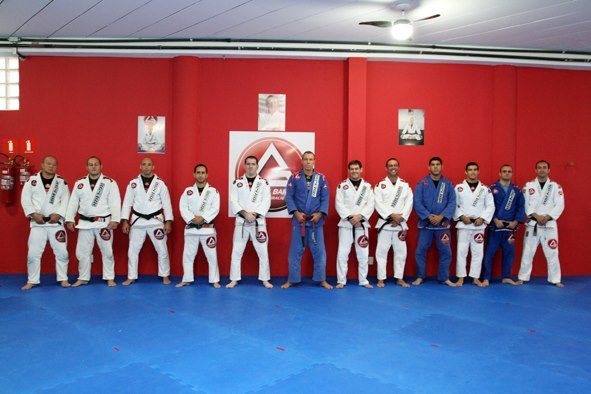 Uma foto dos Faixas Pretas tirada na Gracie Barra Panamby