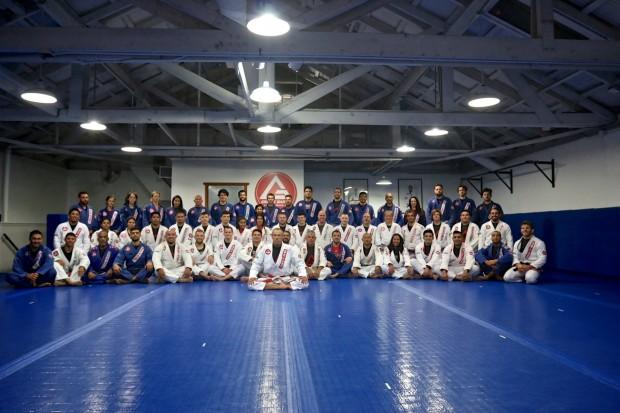 """""""Ficar juntos, ajudar uns aos outros e levar o Jiu-Jitsu para todos"""" Carlos Gracie Jr."""
