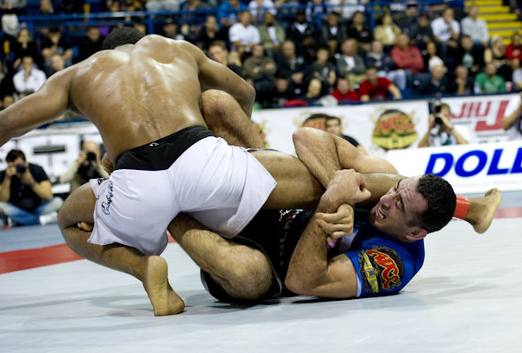 Braulio's guard impressed everyone in Nottingham, during the 2011 ADCC. (Photo by Luca Atalla)