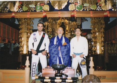 In 2000 Marcio Feitosa (on the left) visited the town of Kaibara to meet Nao's family. This photo is taken inside the temple, where Nao grew up. Nao's father is in the centre.